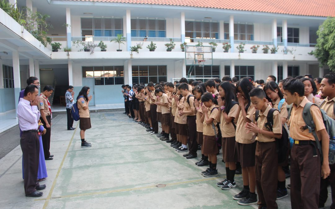 Doa Bersama di Lapangan